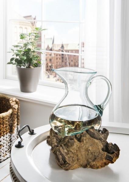 Unikat-Dekowurzel mit mundgeblasenem Glaskrug